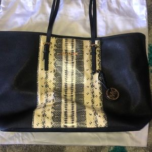 Michael Kors Eva Large black bag